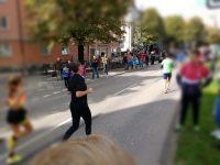 Läufer beim München Marathon in der Rosenheimer Straße