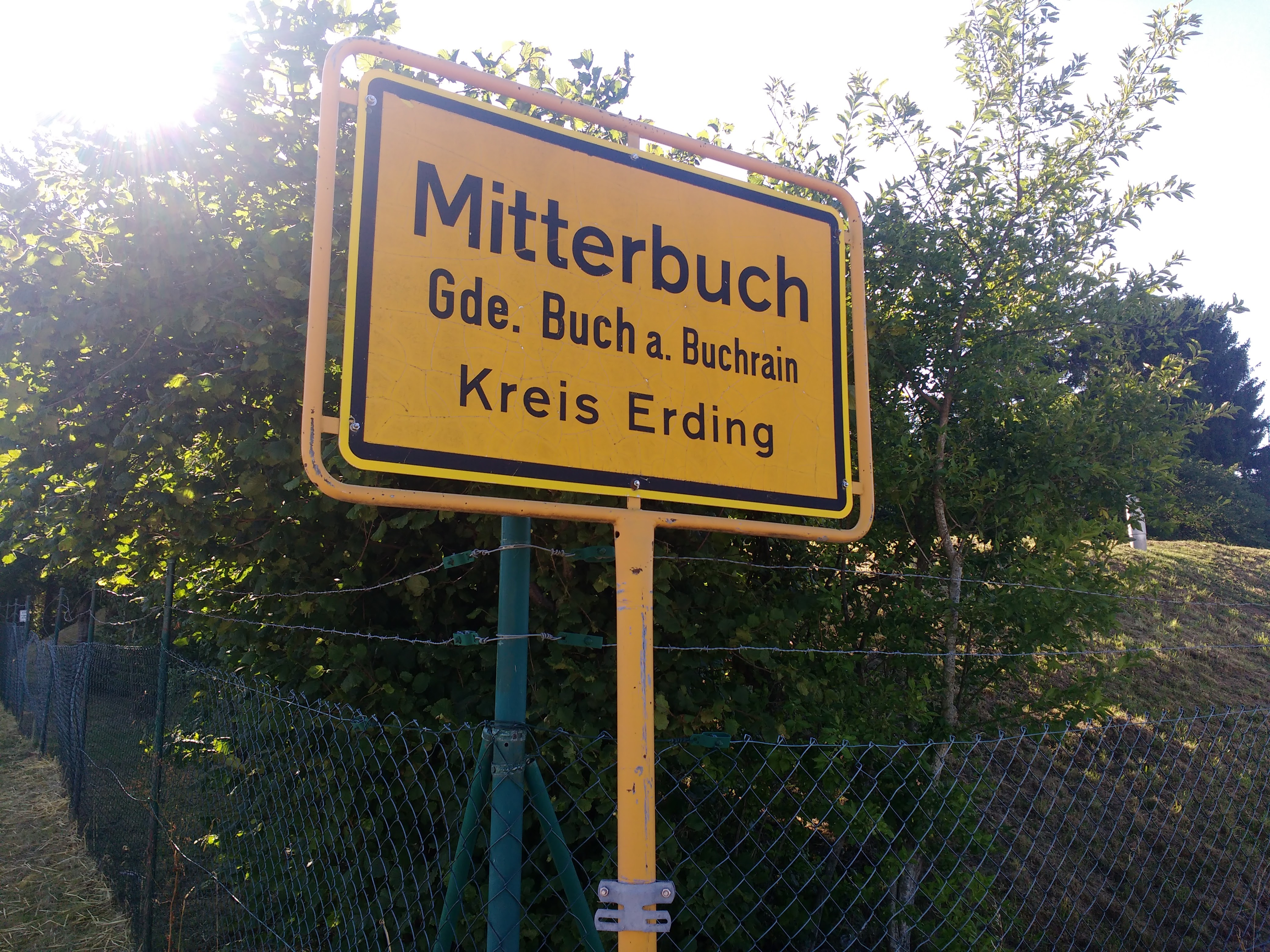 Ortsschild von Mitterbuch, Gemeinde Buch am Buchrain