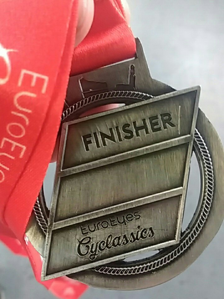 Finisher-Medaille mit rotem Bändel