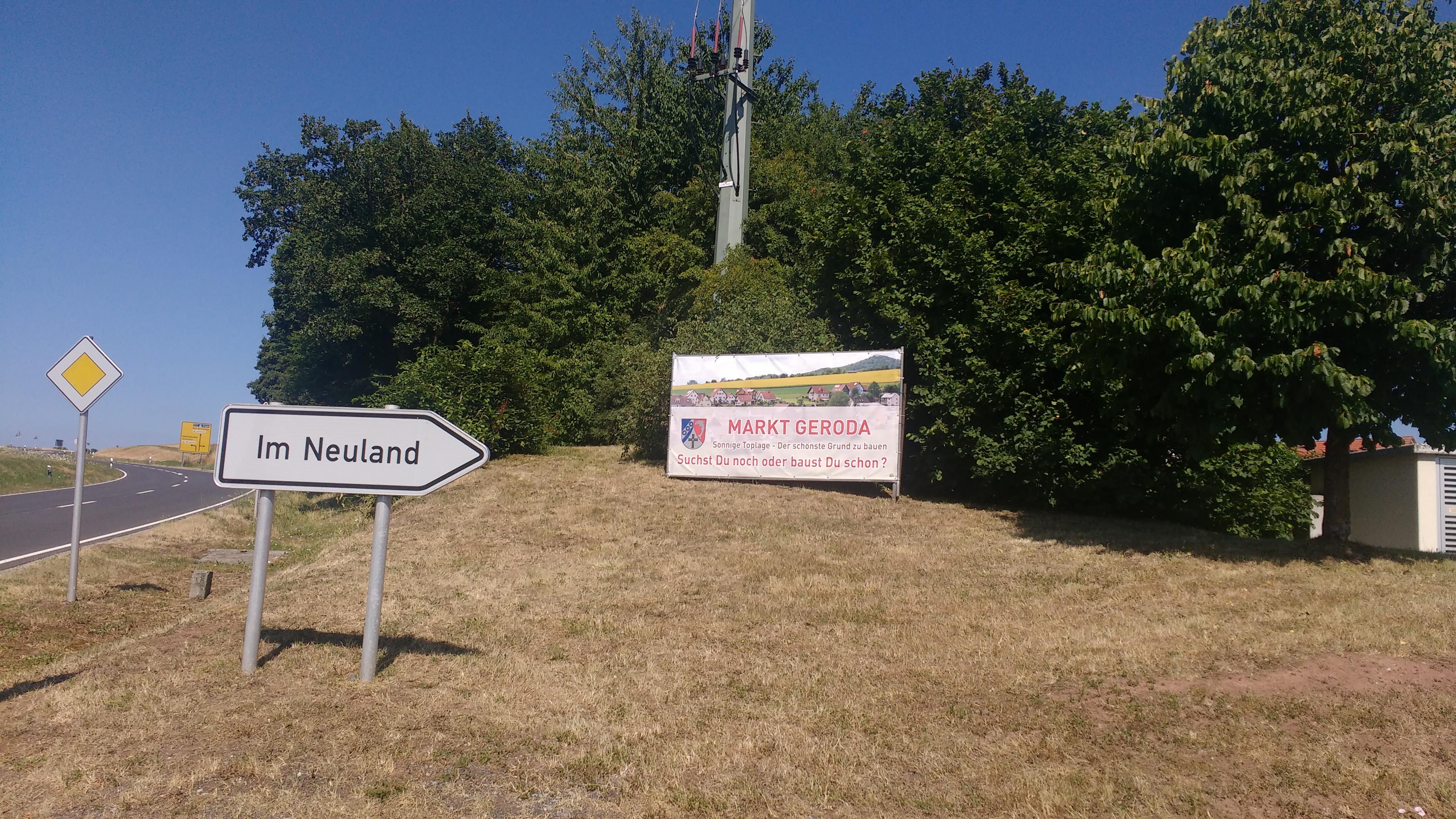 """Straßenschild mit der Aufschrift """"Im Neuland"""""""