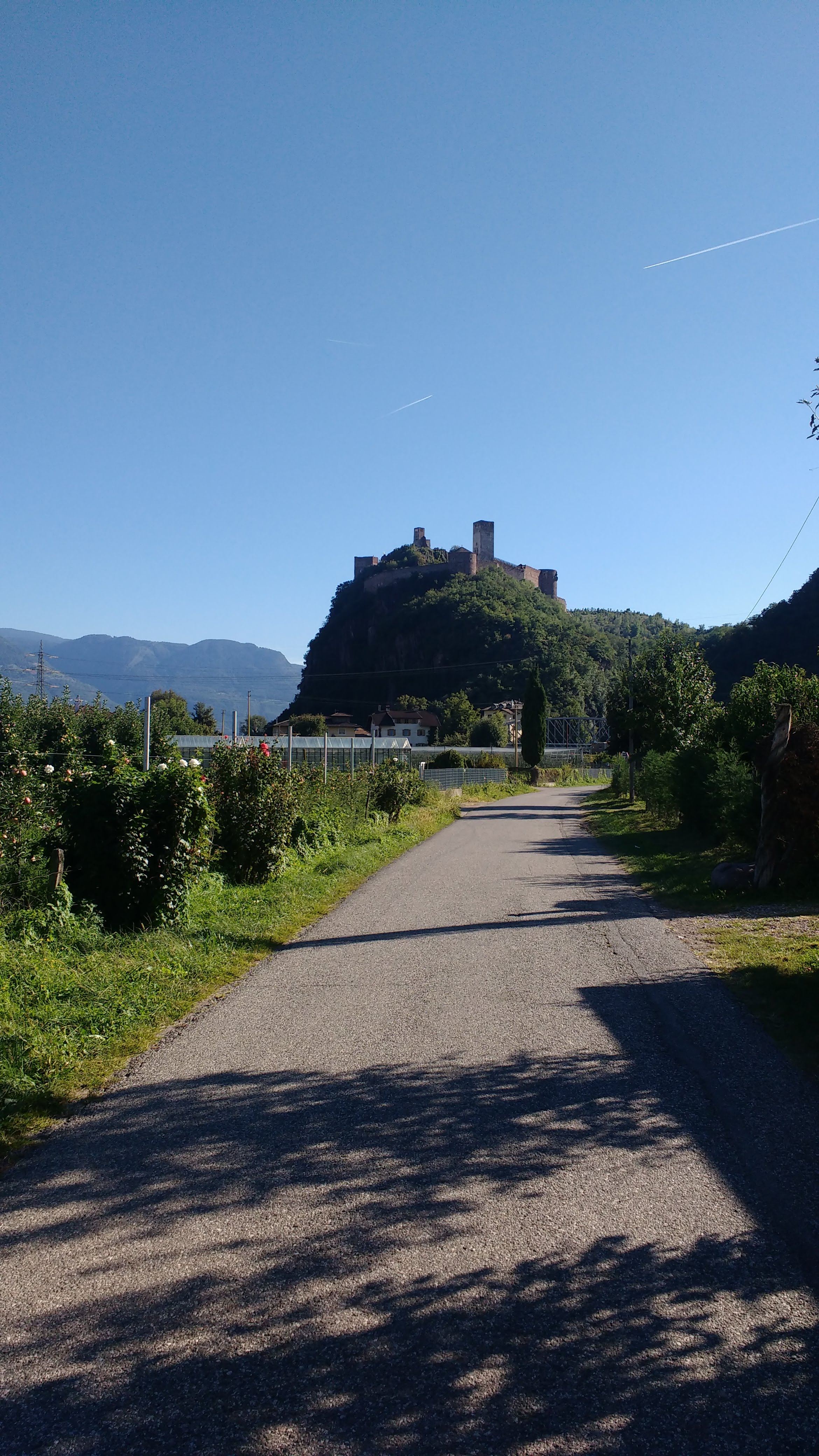 Eine Burg auf einem Berg