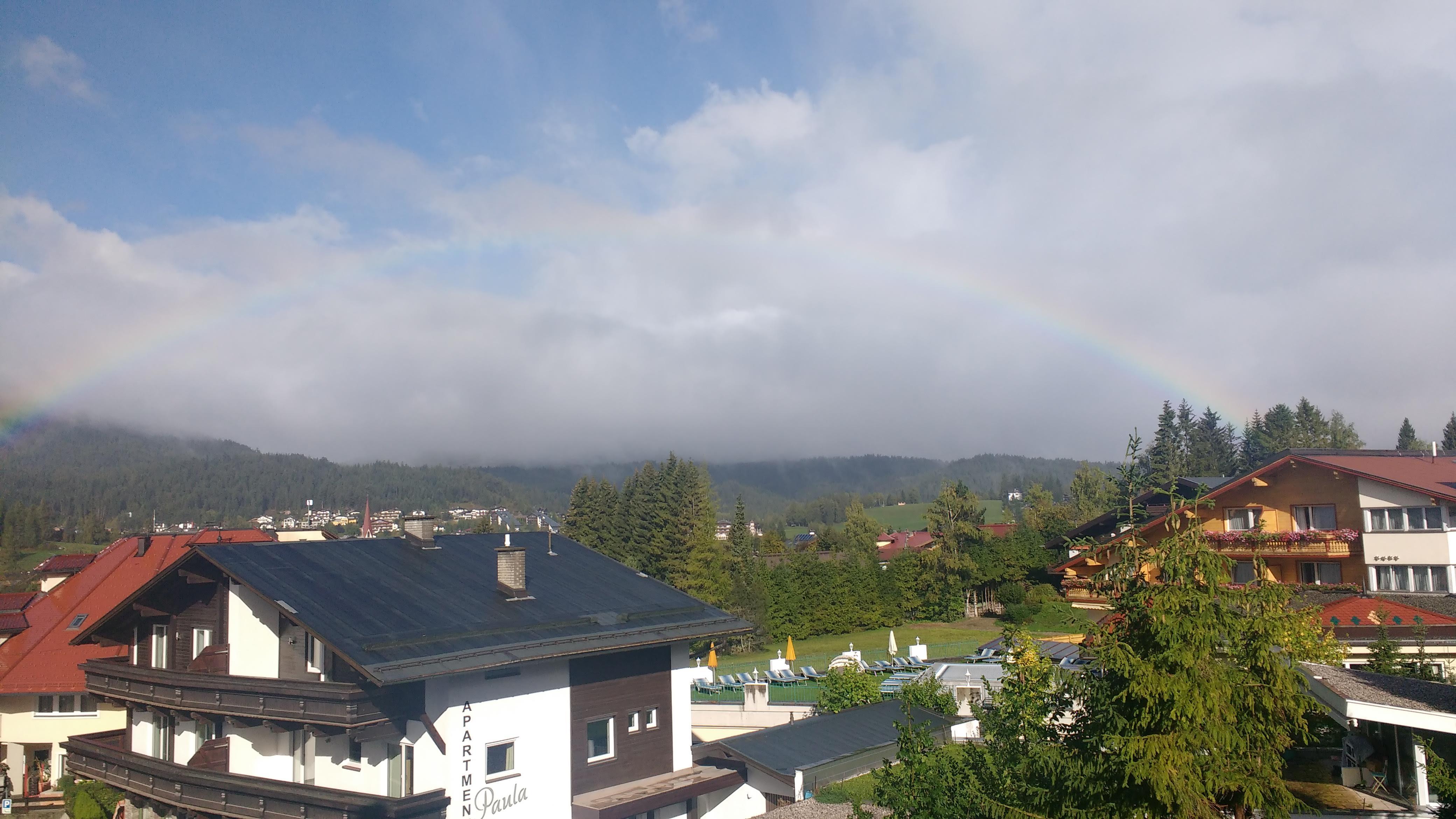 Seefeld in Tirol mit einem Regenbogen