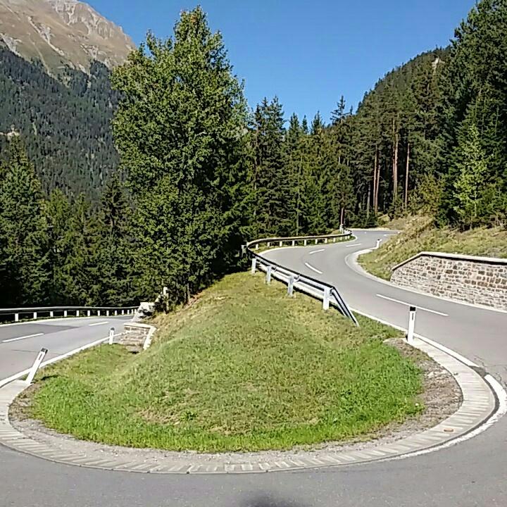 Serpentinenstraße ohne Autos